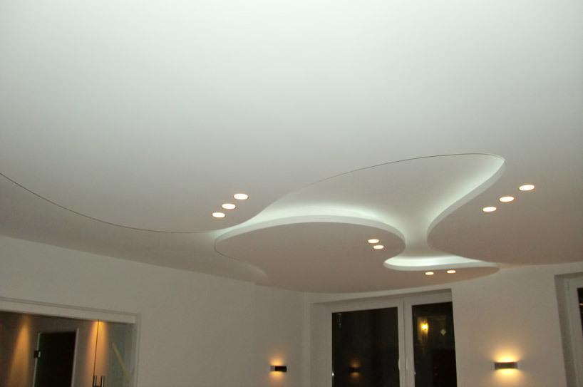 Потолок из гипсокартона с точечной подсветкой