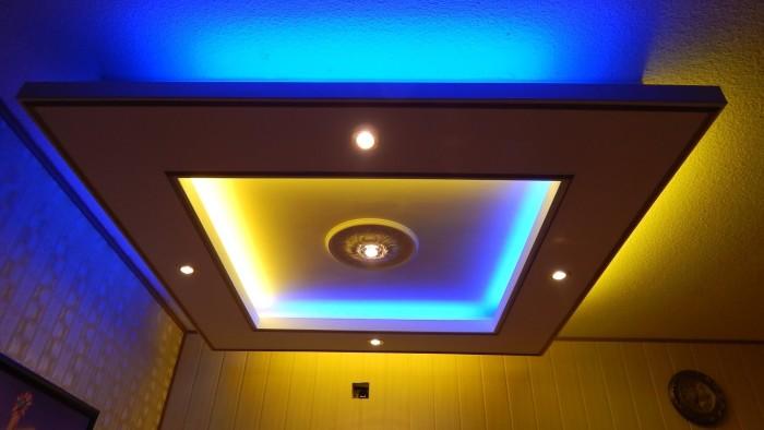 Красивый потолок с подсветкой
