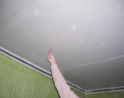 Процесс разметки поверхности под гипсокартон