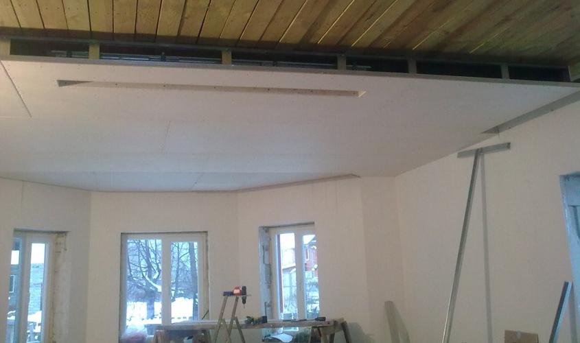 Финальная отделка потолка деревянного дома