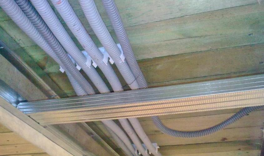 Разводка проводов на потолке из гипсокартона