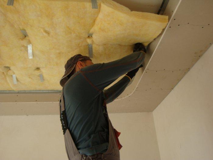 Процесс звукоизоляции потолка