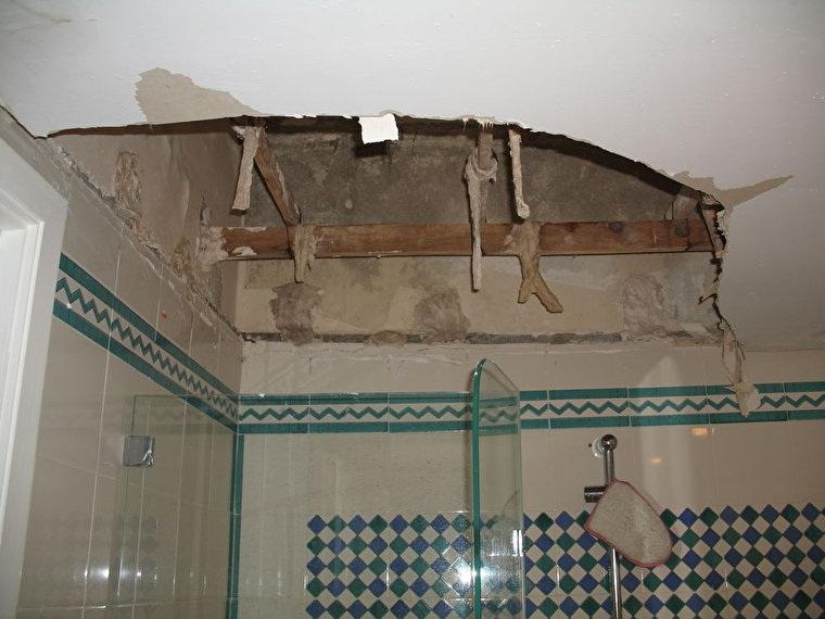 Дыра в потолке из гипсокартона