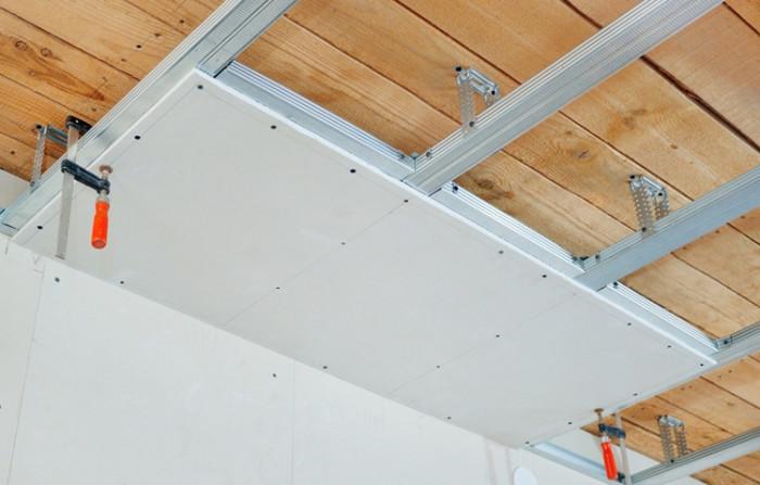 Обшивка деревянного потолка гипсокартоном