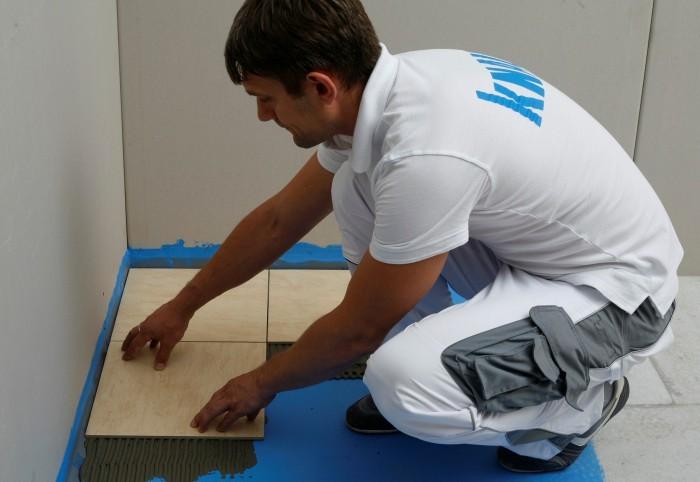 Укладка плитки на влагостойкую гиспсоволокнистую подложку