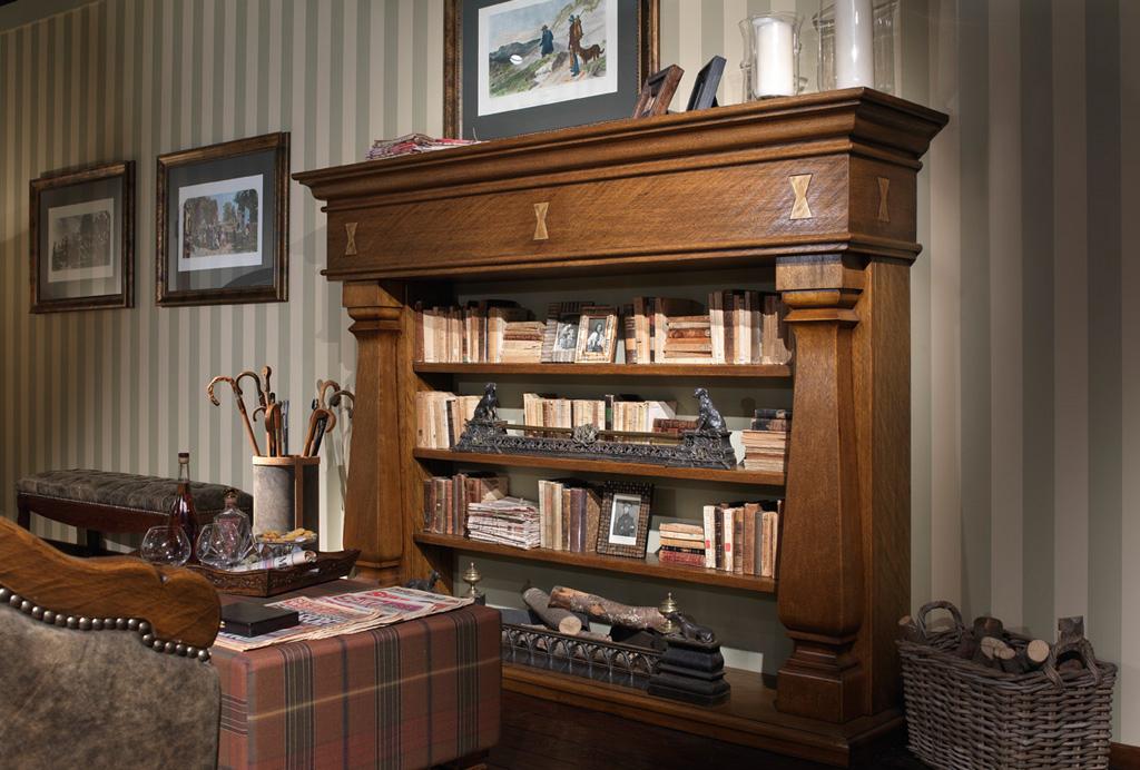 Маскировка камина под шкаф с книгами