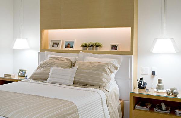 Установленная своими руками ниша с подсветкой в спальне