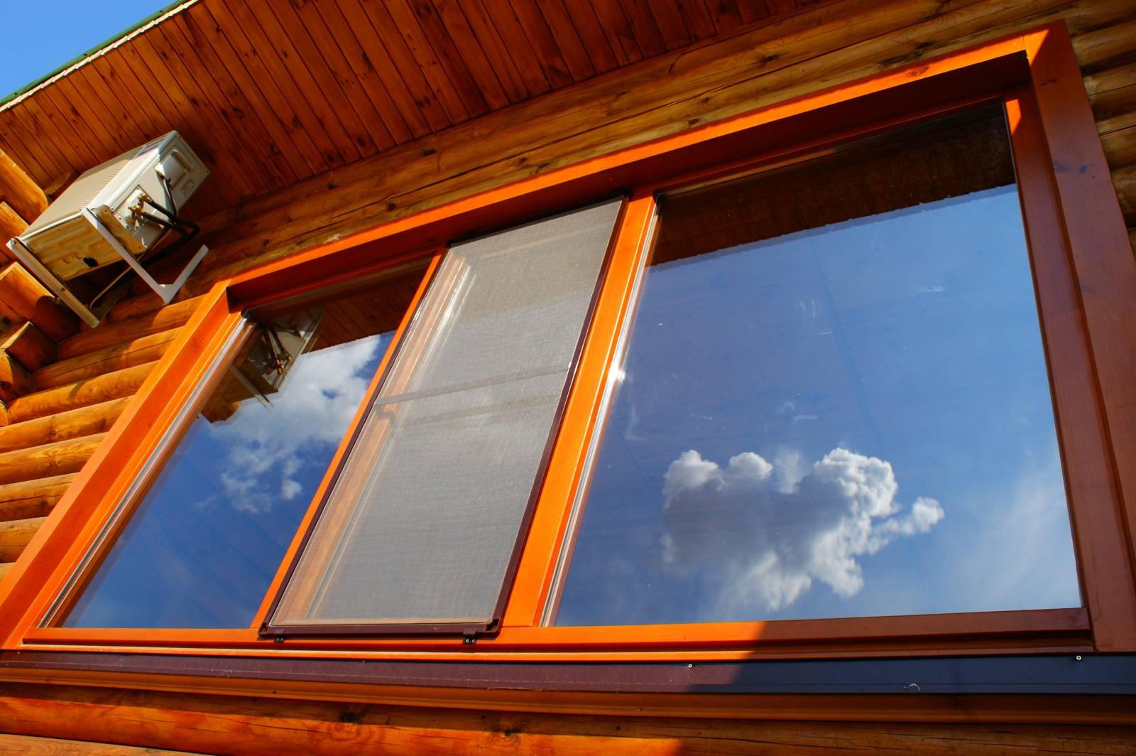 Пластиковое окно с отделанными откосами