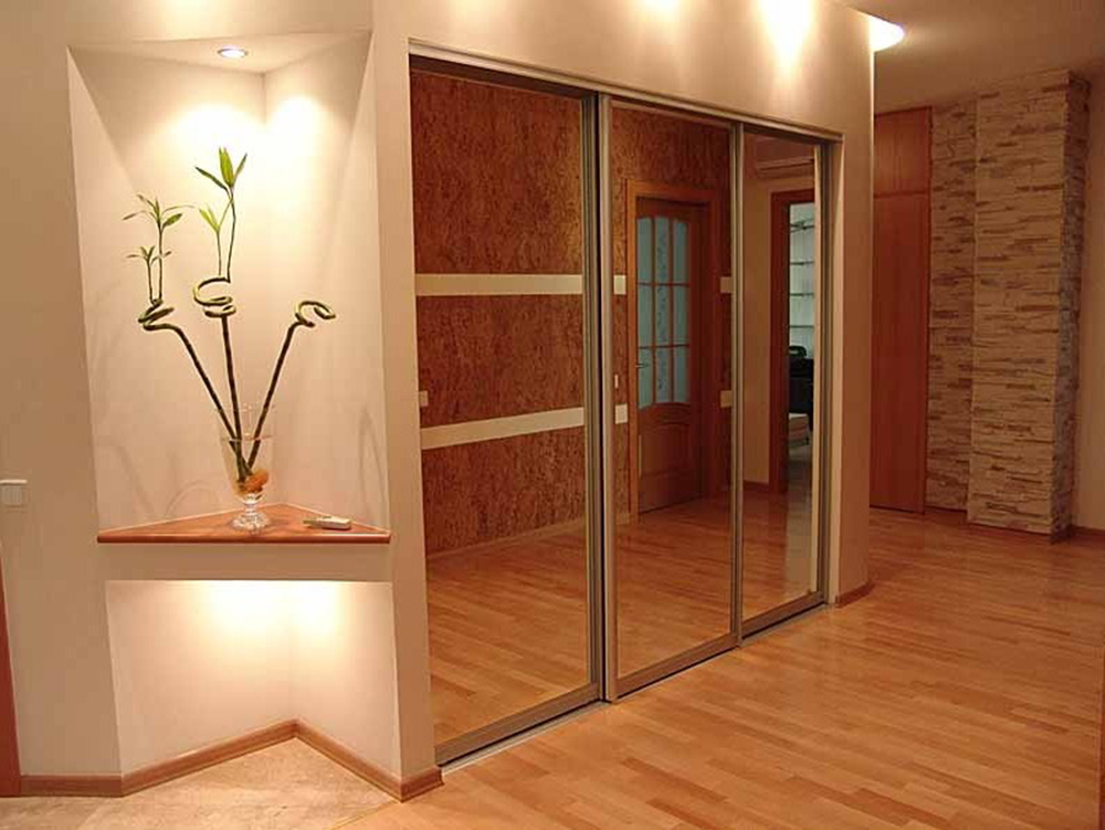 Встроенный шкаф в коридоре