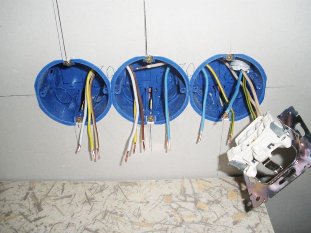 Установка розетки и подключение розетки к сети своими руками