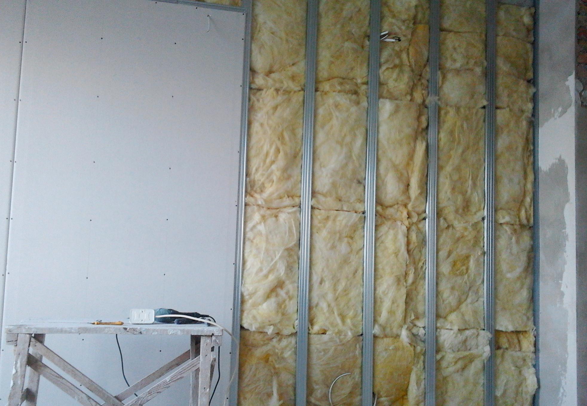 Утепление стен под гипсокартонными листами